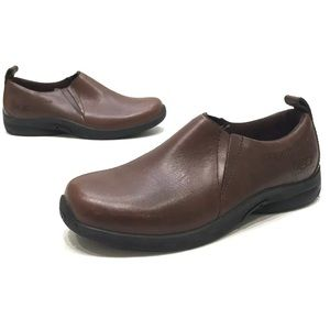 Ugg vibram Brown Leather Slip On Shoes Size 5